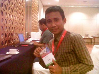 Cupu Reporter, pas ngeliput agenda tahunan Investor Summit tahun lalu di Grand City Surabaya.