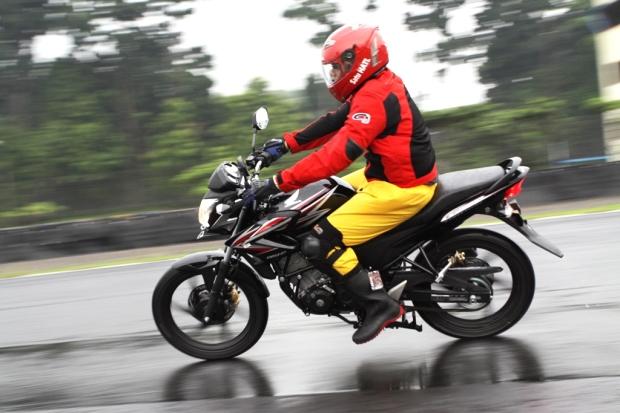 Penampakan Motor Honda  CB150R Streetfire